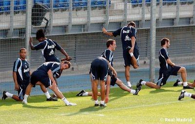 http://www.corazonblanco.com/estiramientos-fotos_del_real_madrid-igfpo-527018.htm